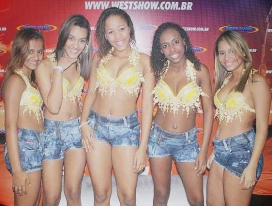 "Young ""funkeiras"" of the group Bonde das Maravilhas"