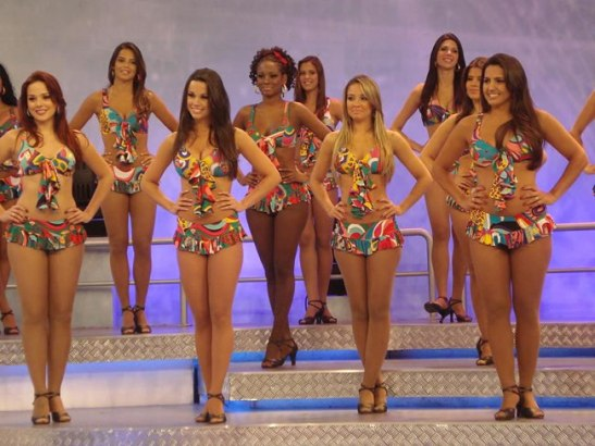 "Still shot of dancers from the ""Domingão do Faustão"" show"