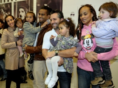 Singer Jair Rodrigues's children, singer/musician Jair Oliveira (brown jacket) and singer Luciana Mello (in pink) with their partners and children