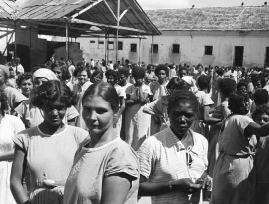 "Women at ""Colônia"""
