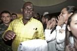 Cuban doctor Juan Delgado greeted by boos of Brazilian doctors in Fortaleza, Ceará