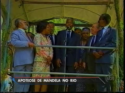 Mandela during his 1991 visit to Rio de Janeiro. At far left (lgith blue jacket) stands Abdias do Nascimento (1914-2011), the Movimento Negro's most well-known modern day activist