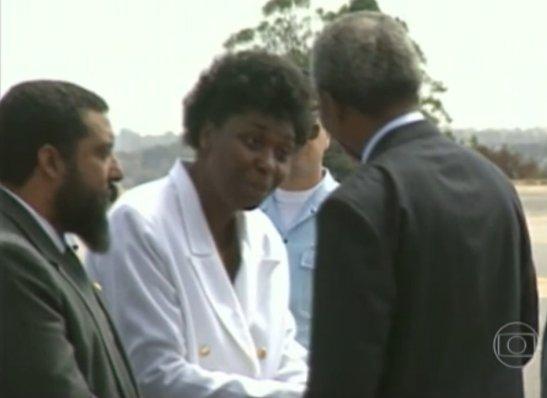 Mandela greets political figure Benedita da Silva in 1991