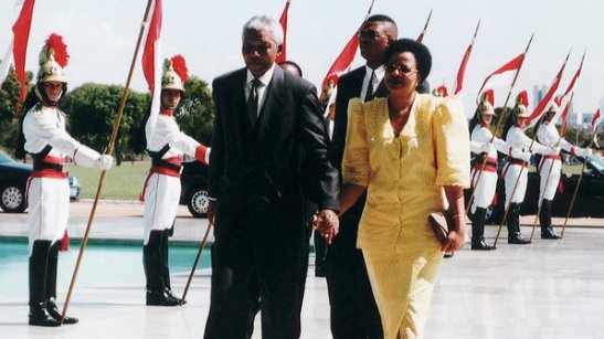 Mandela with his wife Graça Machel in 1998, in Brasília