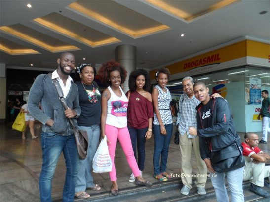 Thayná (pink pants) with her group of activists