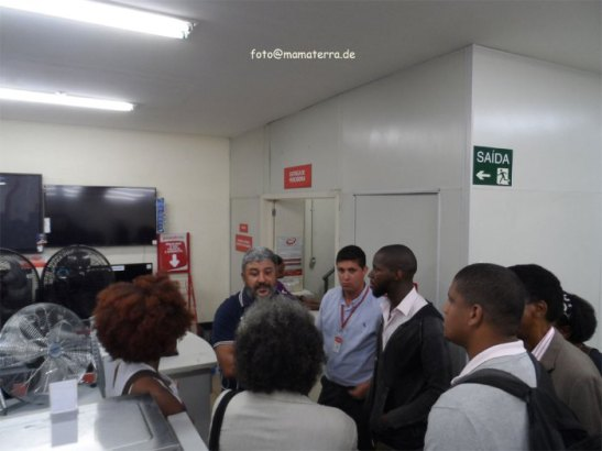 Thayná and activists enter store to discuss situation with store officials