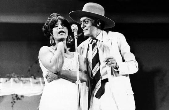 Singer Elza Soares with humorist Chico Anysio
