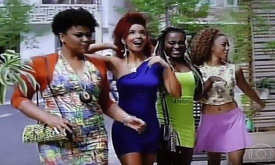 """Sexo e as negas"": do black women always make sexy poses and 'rebolar'?"