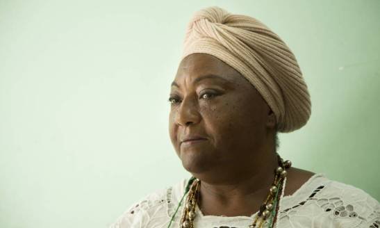 Dona Bahia was born in Ilhéus, Bahia, and moved to Mangueira 50 years ago. There, she learned teachings about Candomblé with Maria Bahia, a well-known woman in the community that she considered her grandmother