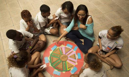 Children and young people learned about religion, slavery and capoeira among other themes. A game of question and answer was also part of the project