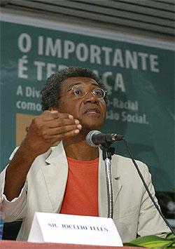 Activist and professor Hélio Santos