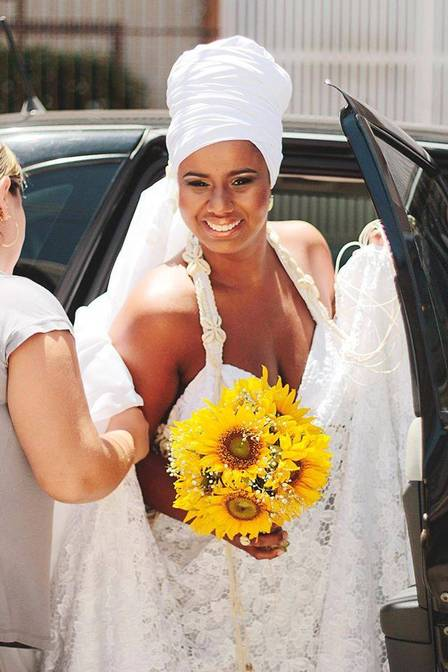 Thaísa Barros got married in a turban to mark her origins
