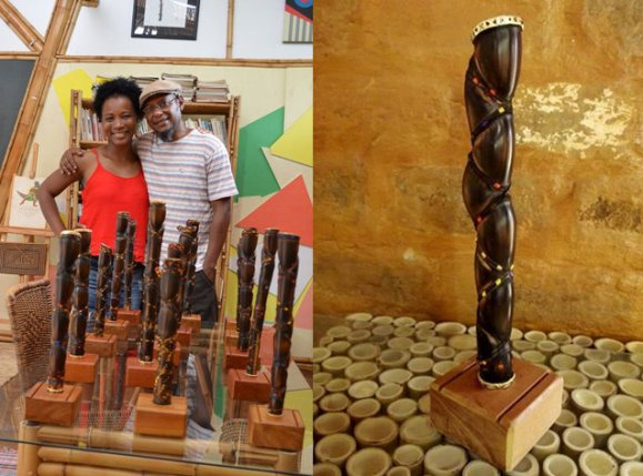 Journalist and idealizer of the Prêmio Afro Sabará, Etienne Martin, and artist Lúcio Ventania, responsible for designing the sculptures of the prizes