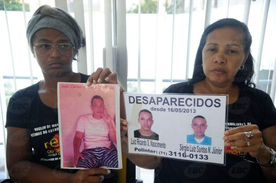 Cleonice Oliveira, mother of Jean Carlos Oliveira da Silva, and Lucy Moura Santos, mother of Luiz Ricardo Santos Nascimento and Sérgio Luiz Santos Nascimento, all kidnapped in Canabrava
