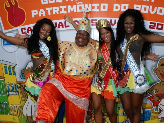 Rei Momo with the queen and princesses for 2013 in Salvador, Bahia
