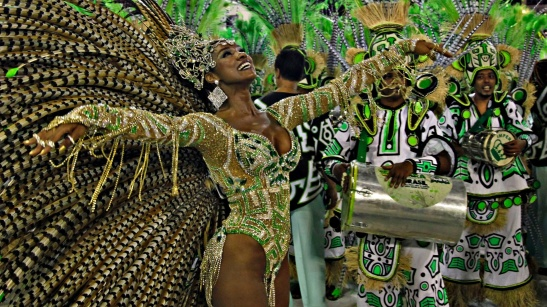 Actress Cris Vianna also represented the  Imperatriz Leopoldinense Samba School in 2013