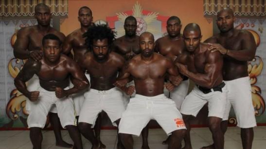 Grupo de homens negros foi selecionado para estar no quarto carro da escola