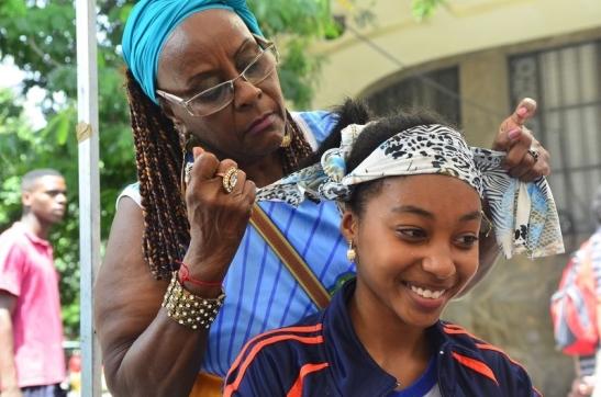 Black women teach different ways to wear turbans