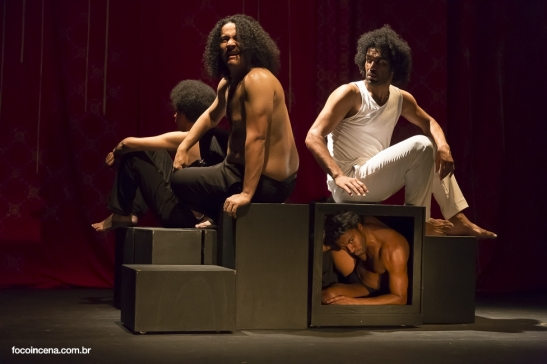 Black on the scene: Photo of the production Madame Satã directed by João das Neves and Rodrigo Jerônimo