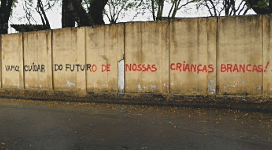 'Let's take care of our white children': graffitti sprayed in the neighborhood of Limão in São Paulo