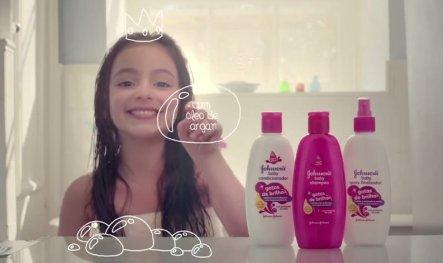 Still from 'Gotas de Brilho' commercial