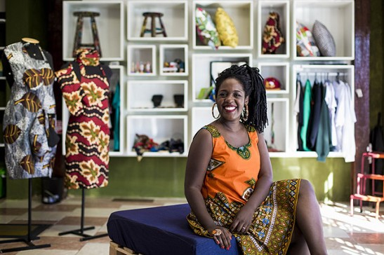 Ana Paula Xongani opened a store in 2010 with clothing and accessories with Afro-Brazilian patterns