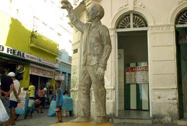 Sculpture of Solanno Trindade in Pátio de São Pedro, Pernambuco