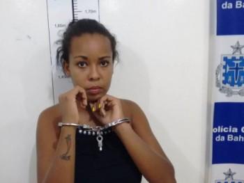 Jovem de 20 anos é presa com arsenal na BR-116 em Conquista Bahia