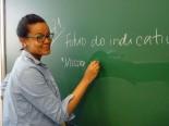Luciana Pölönen dá aulas de português em Espoo, na Finlândia