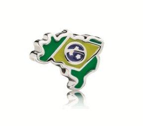 O Brasil já inspirou a grife, que criou um charm para a Copa