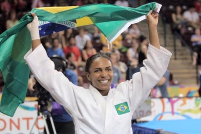 Érika Miranda celebrates her gold victory