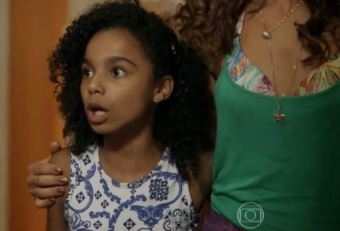 Regina (Camila Pitanga) and her daughter Julia (Sabrina Nonata) in 'Babilônia'