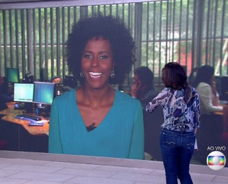 Maju appears via big screen on the Encontro com Fátima Bernardes talk show