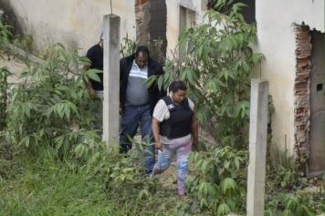 Gilmária é levada a local do crime para que a Polícia Civil faça a reconstituição 3
