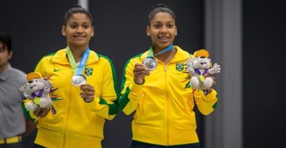 Luana and Lohaynny Vicente celebrate the silver medal in the Pan games