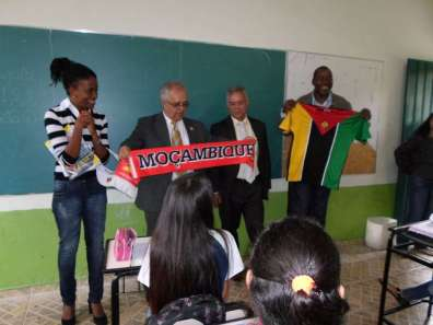 The Consul of Mozambique went to the school where Luana teaches after the teacher organized an exchange of letters between her students and students of a school from the African country – Photo: Cartola - Agência de Conteúdo
