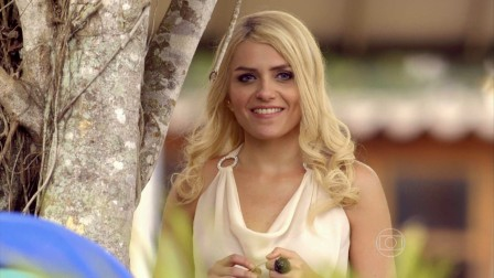 Monica as Scarlett - rich, blond with blue eyes