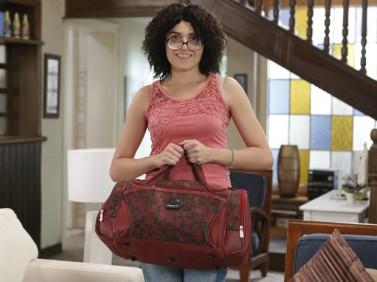 Actress Monica Iozzi as 'Cida' on the Alto Astral novela