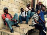 Amigos haitianos reunidos no Centro de São Paulo