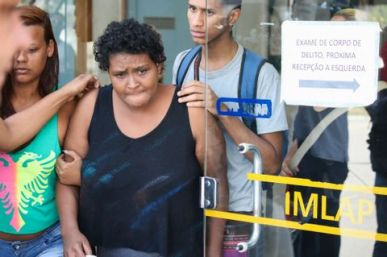 Victim's mother Damiana heads to the IML (Instituto Médico Legal/Legal Medical Institute) to inquire about her son