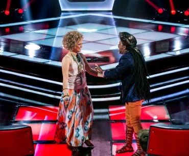 "Participant on The Voice she joined Carlinhos Brown's team after singing ""O Homem que Falou"""