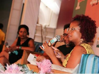 Sapphire (EUA) e Lívia Natália em debate mediado por Mário Mendes