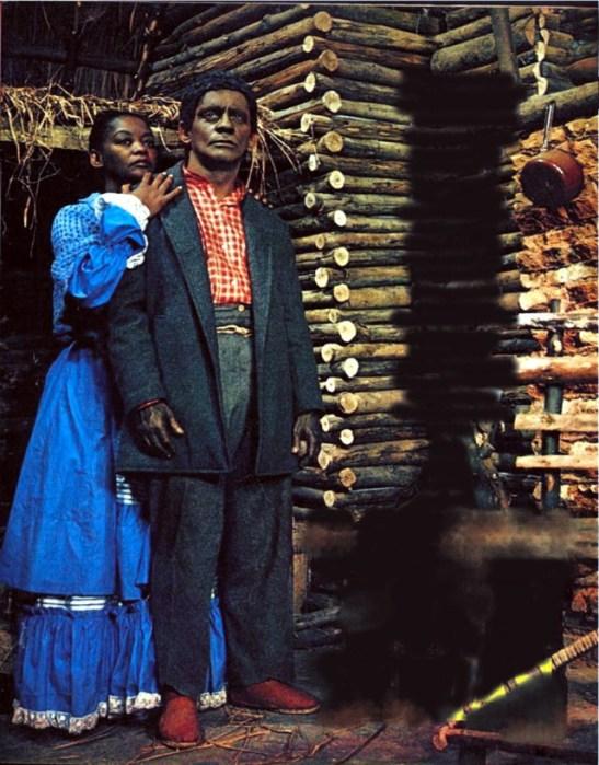 Sérgio Cardoso (Tomás) e Ruth de Souza (Cloé) em A Cabana do Pai Tomás