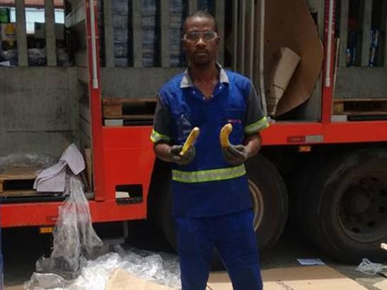 Gerente oferece bananas a funcionários negros no Dia da Consciência Negra e é preso - Leonardo