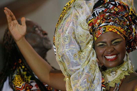 Mercado afro cresce apesar da crise econômica - cynthia-paixao-foi-deusa-do-ebano-do-ile-aiye-em-2014