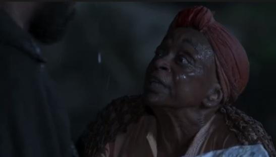 Cena em que a parteira salva o bebe do personagem Candinho na novela Êta Mundo Bom, de ser jogado do penhasco.