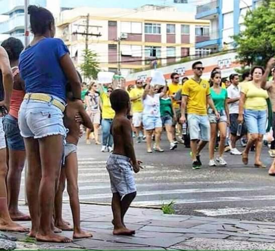 Feliz Sem Globo - Quando a foto diz mais que palavras - previous anti-Dilma rallies of 2014 or 2015