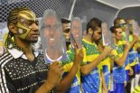 Passistas of Leandro de Itaquera honor the player Tinga, called a monkey in Libertadores game in 2014