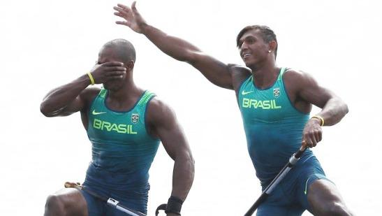 Erlon De Souza Silva e Isaquias Queiroz comemora medalha de prata na canoagem
