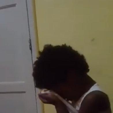 filha-sofre-com-preconceito-racial-e-mae-faz-desabado-emocionante-3